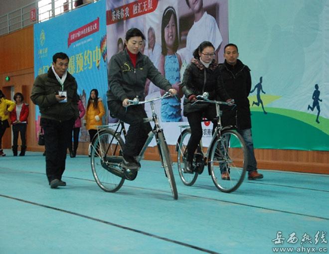 自行车慢骑比赛火爆进行