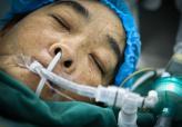 合肥一母亲捐肾救大学生儿子 含泪上手术台