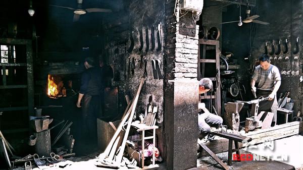 传承与记忆:铁匠五代 风箱百年