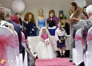 癌症小女孩实现愿望 走进婚礼殿堂