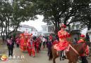 深山里的仿古婚礼:骑马抬轿迎新人