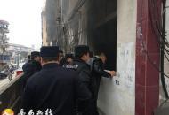 居民家中突起大火  所队联合救出被困女童