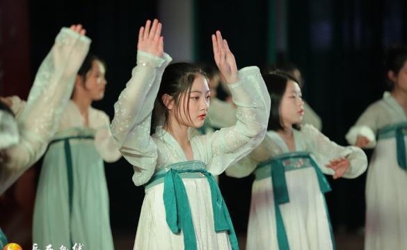 天堂初中举行2020年元旦联欢会