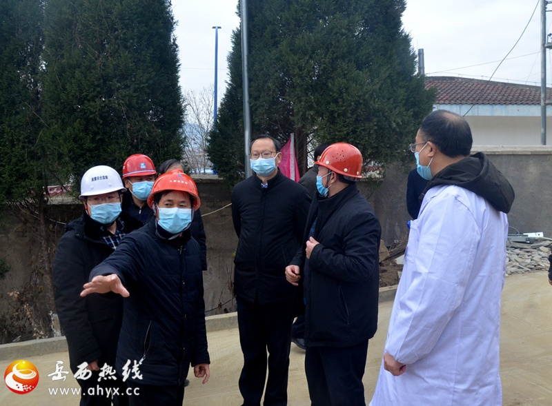 江春生到县医院传染病区调研指导工作