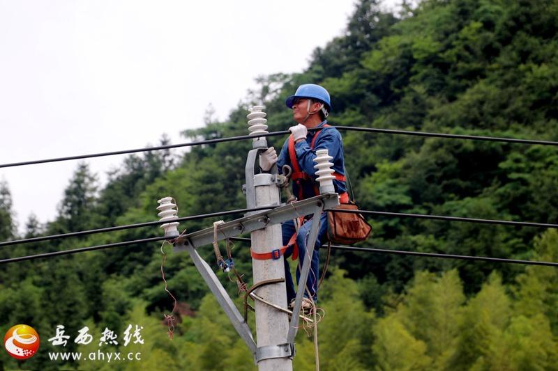 岳西供电积极开展灾后抢修工作